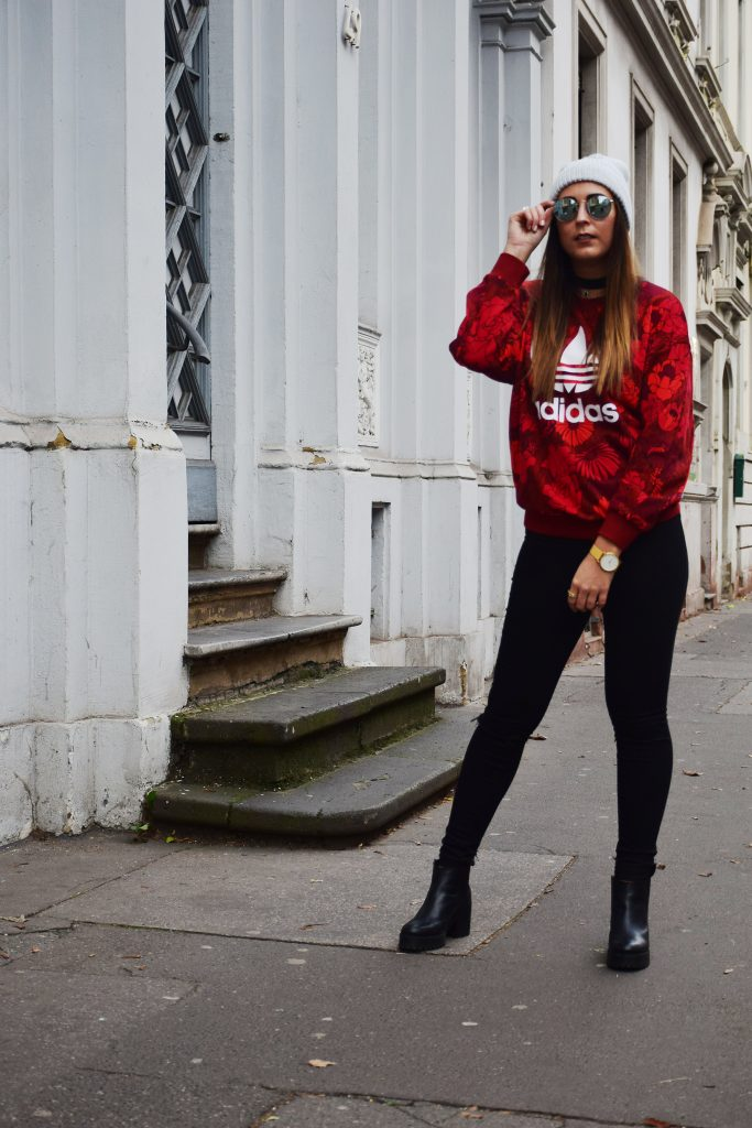Adidas Originals Sweater & Ripped Jeans | Goldstraße